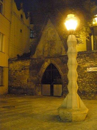 Wenceslas Square: Farola cubista,en jungmmanovo nám.