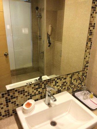 Howard Plaza The Fern Agra: Bathroom