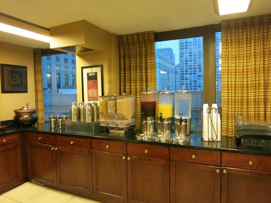 Homewood Suites by Hilton Chicago-Downtown : モーニングビュフェ