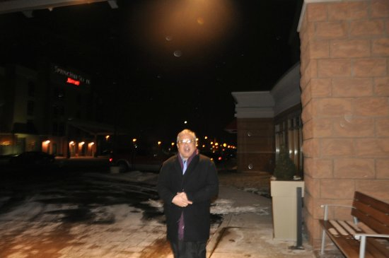 Holiday Inn Detroit Metro Airport: enjoying the cold winter weather