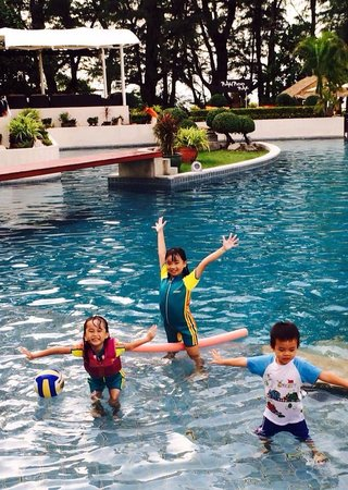 Dewa Phuket Resort Nai Yang Beach: Kids had a blast in the pool next to the reception area