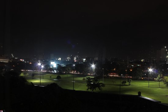 The Bayleaf Intramuros : Night golf ^___^
