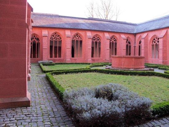 Katholische Pfarrkirche St. Stephan: Dehors