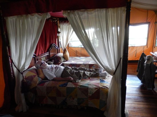 Kirawira Serena Camp: A nap before dinner after a long safari