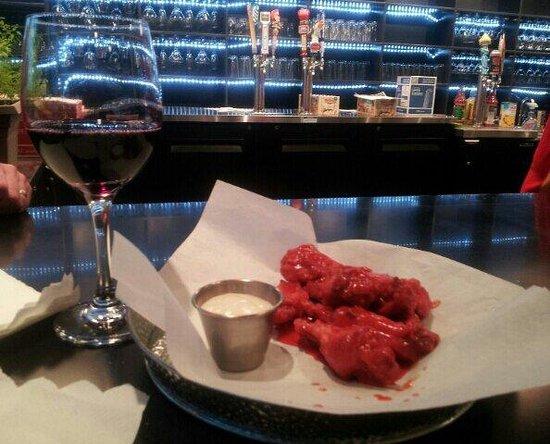 KoZak's Laketown Grill: Buffalo wings