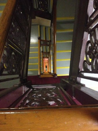 Wellington Hotel: LOTS OF STAIRS IF LIFT OUT