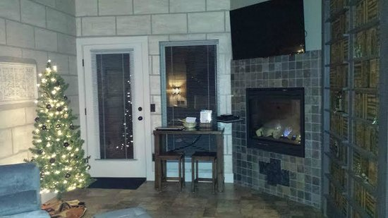 Eureka Springs Treehouses: Living Room