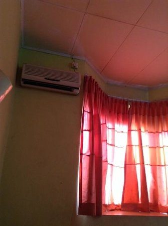 Huswah Transit Hotel: the aircon