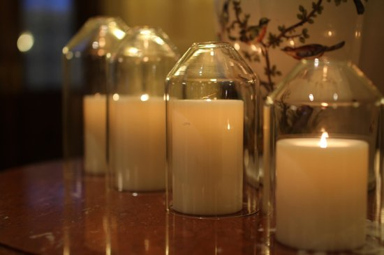The Westin Europa & Regina, Venice: Candles throughout the lobby