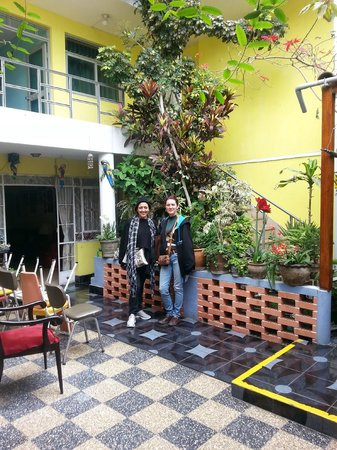 Hostal Residencial Los Andes: Patio cerca del comedor