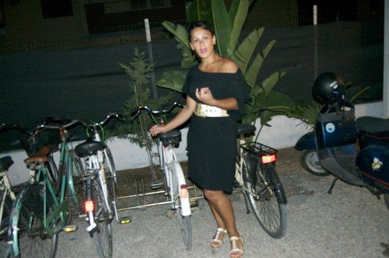 Villaggio Turistico Sant'Andrea: mia moglie e bici