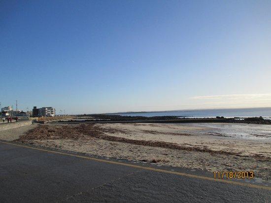 Salthill-Promenade: Beach view