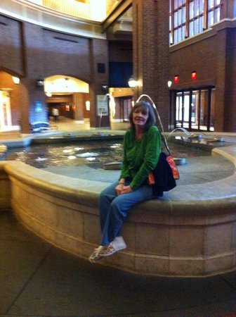 Ameristar Casino Resort Spa St. Charles: By the fountain