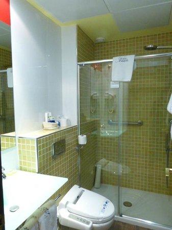 Suites Gran Via 44: Bathroom