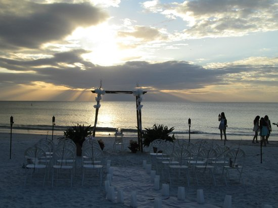 Gulfside Resorts: Wedding on the beach