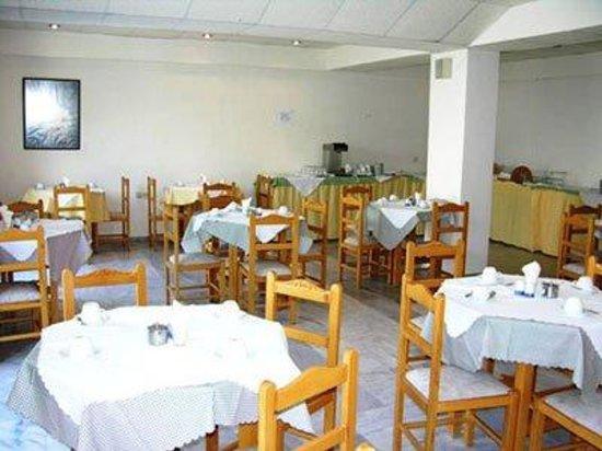 RK Beach Hotel: Restaurant