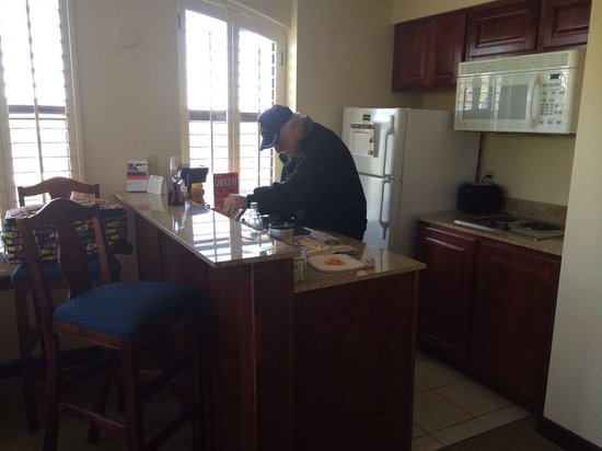 Staybridge Suites Savannah Historic District: Kitchen area - perfect size for short stay