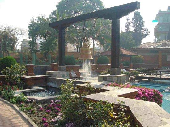 Crowne Plaza Kathmandu-Soaltee: Piscina del hotel