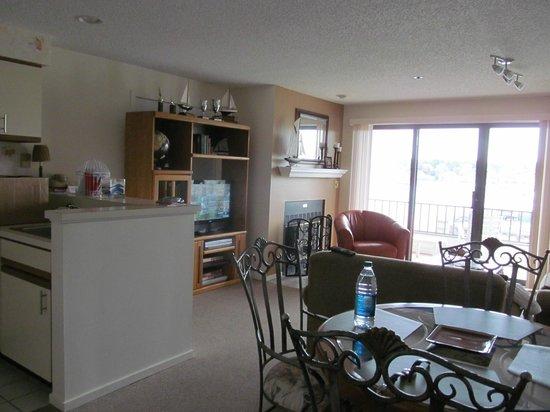 The Edgewater Inn: living area