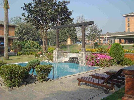 Crowne Plaza Kathmandu-Soaltee: Jardínes del hotel