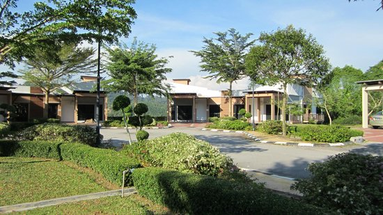 Swiss-Garden Beach Resort Damai Laut: Outside view of Semi D Villas