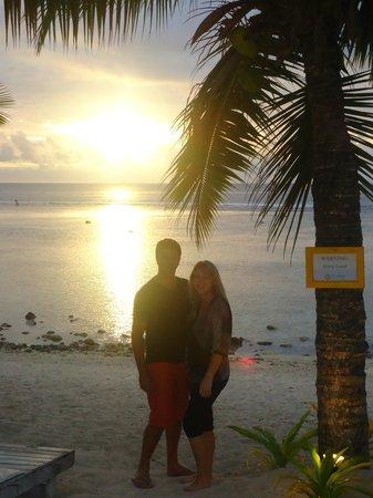 Crown Beach Resort & Spa: Sun setting over the beach