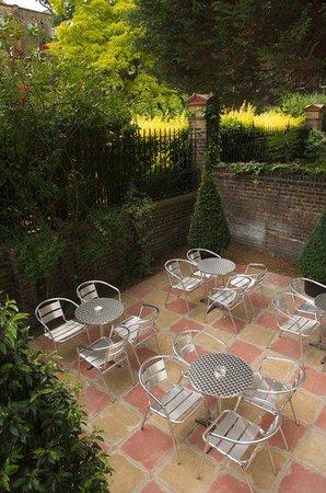 Grange Beauchamp Hotel : Courtyard