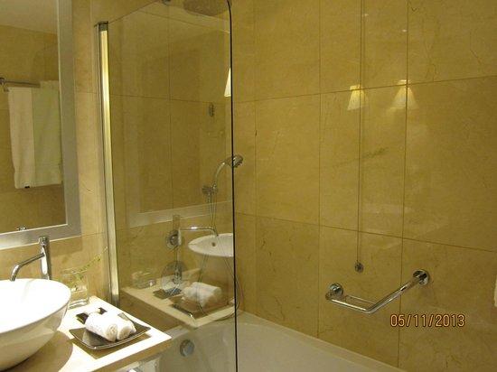 Crowne Plaza Porto : Bathroom