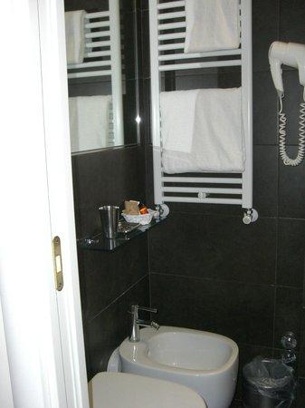 Hotel Globus : bathroom