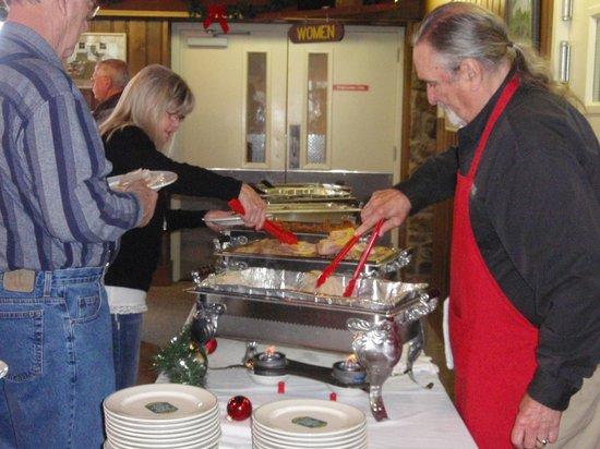 The Skillet Restaurant: Meat serving line @ Thanksgiving buffet
