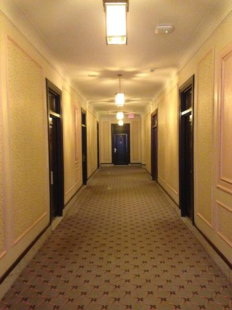 Fort Garry Hotel: One of the Hallway