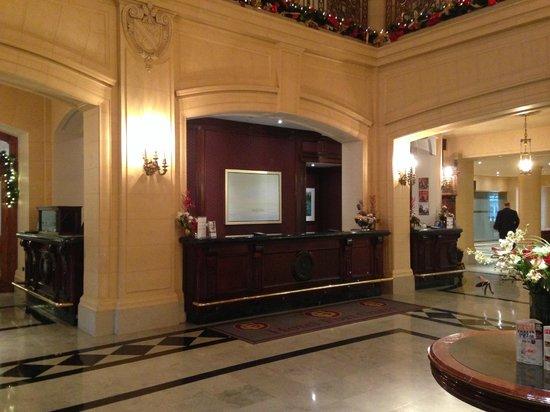 Fort Garry Hotel: The Front Desk