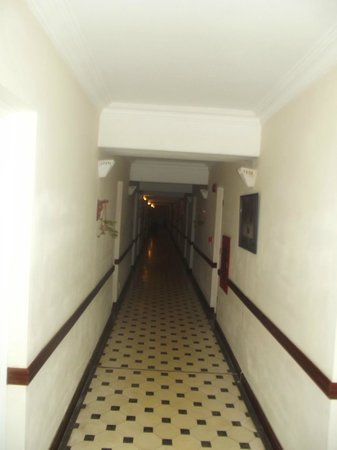 Victoria Chau Doc Hotel: Hot, Hot, Hot hallways