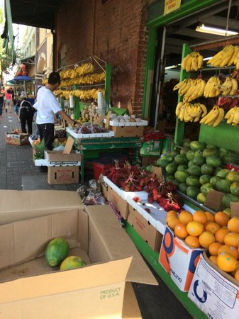 Chinatown Cultural Plaza: Fruits