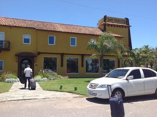 Hotel San Marcos: el estacionamiento es en la calle