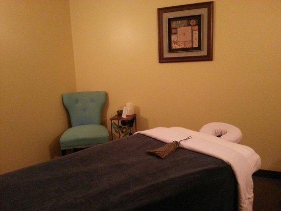 Massage Haven: Treatment room.