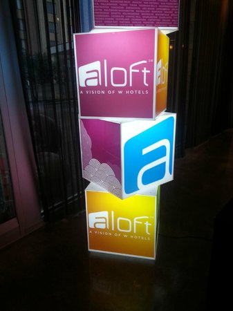 aloft Winchester : entrance