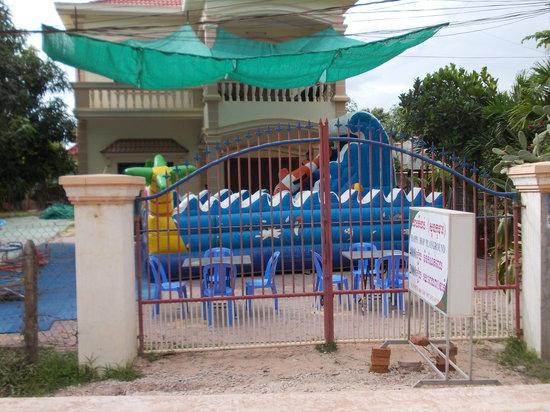Happy Hop Playground: Entrance