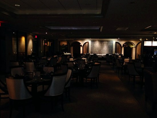Crowne Plaza Costa Mesa Orange County: Crown Plaza hotel restaurant Savoy