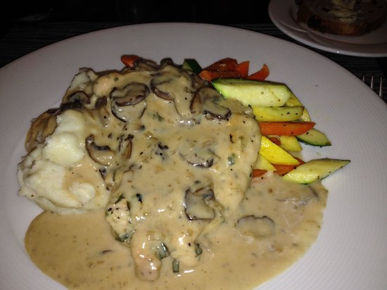 Crowne Plaza Costa Mesa Orange County: Crown plaza hotel restaurant Savoy Chicken Marsala entree