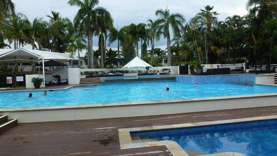 Shangri-La Hotel, The Marina, Cairns: Pool