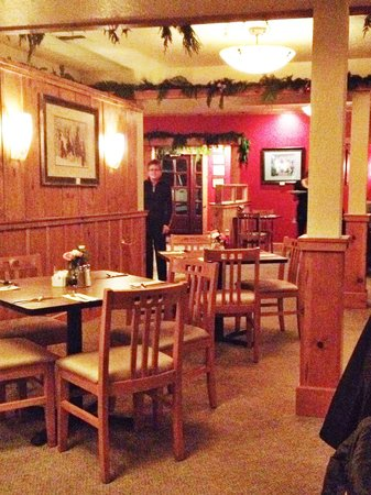 The Rogue River Lodge Restaurant: The indoor option of the dining experience