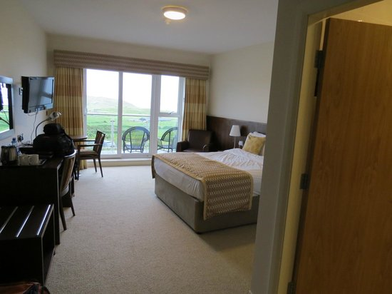 Strandhill Lodge and Suites Hotel: Room- view from entrance