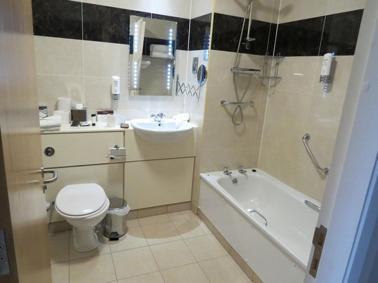 Strandhill Lodge and Suites Hotel: Bathroom