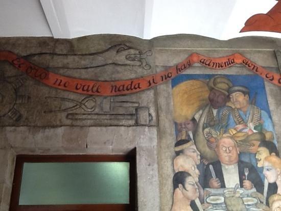 Murales de Diego Rivera en la Secretaría de Educacion Publica: el oro no vale nada si no hay alimentacion...