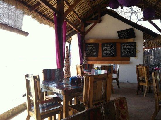 Sunrise Resort : Restaurant face a la mer