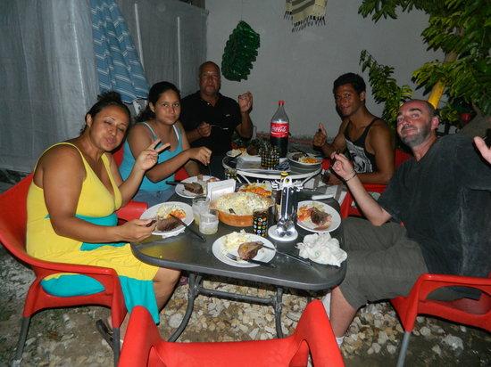 Posada Lizard House: Noche de asado ¡