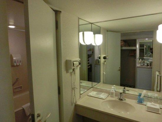 Tokyo Bay Maihama Hotel Club Resort: Washroom