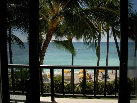 Moana Surfrider, A Westin Resort & Spa : View from Diamond Deluxe Ocean View