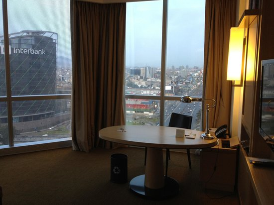 The Westin Lima Hotel & Convention Center: desk